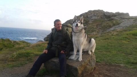 Wayne Dixon e il suo husky Koda a spasso per la Gran Bretagna