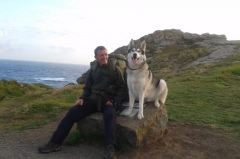 Wayne Dixon e l'husky Koda a spasso per la Gran Bretagna