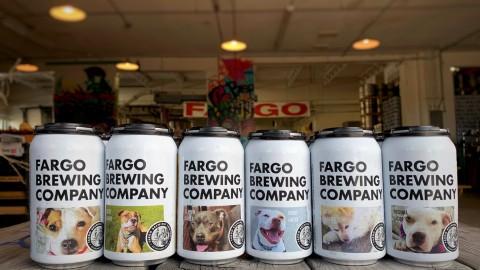 FOTO DI CANI sulle lattine di BIRRA: l'idea dal North Dakota